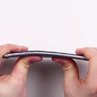 """Apple """"#BENTGATE"""" baut mit dem IPhone 6 das erste Flexphone wider Willen"""